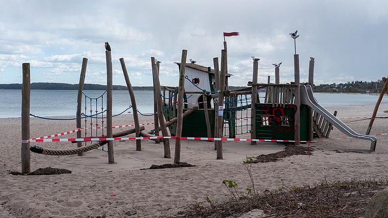 File:Playground, Eckernförde (P1100616).jpg