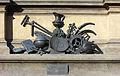 Pomník krále Jiřího 4 - emblém míru.jpg