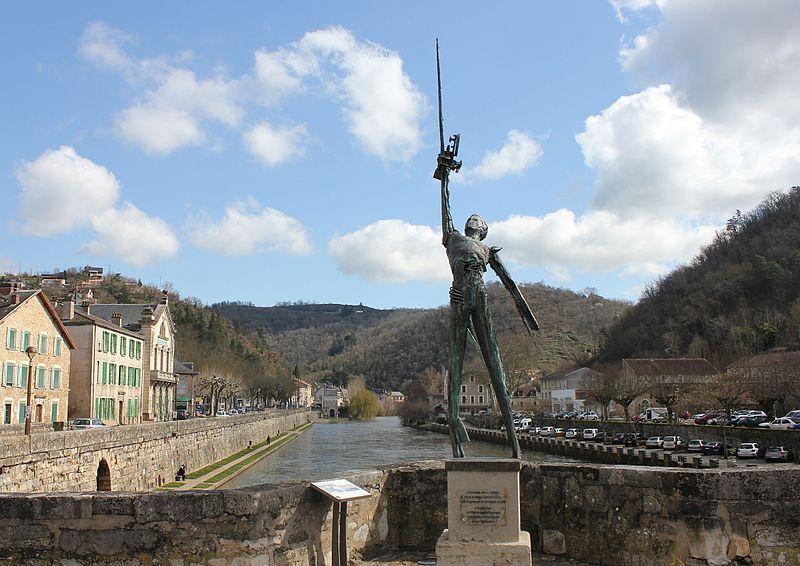 File:Pont des Consuls à Villefranche-de-Rouergue.jpg