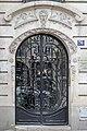 Porte d'entrée de l'immeuble 76 avenue d'Italie, Paris 2014.jpg