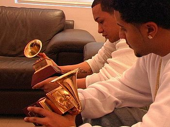English: Nales and Doble A holding the Grammy ...