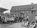 Prinses Wilhelmina onthult het beeld van 'Tante Riek' te Winterswijk, Bestanddeelnr 907-1163.jpg