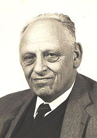 Prof Tels portret ca 1990 (2).JPG