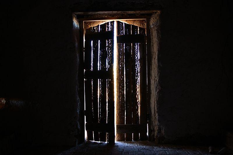 Puerta de la Iglesia de Achauta, desde su interior