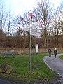 Radrevier.ruhr Knotenpunkt 37 Ruhrstraße, Holzwickede Wegweiser.jpg
