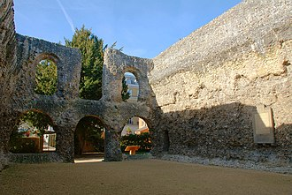 The ruined chapter house of Reading Abbey in 2008 Reading Abbey 03.jpg