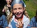 Rita eszik méhsejt (2008).jpg
