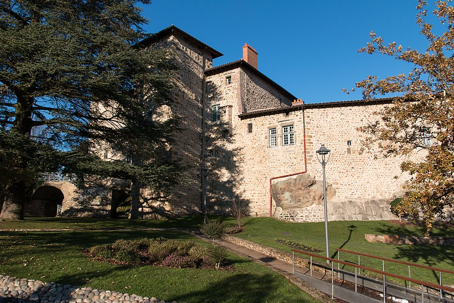 English:  Castle seen from the garden, city side entrance