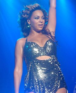 Knowles si esibisce in Run the World (Girls) (4 Intimate Nights with Beyoncé)