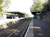 Rowley Regis railway station platforms, looking towards Birmingham in 2008.jpg