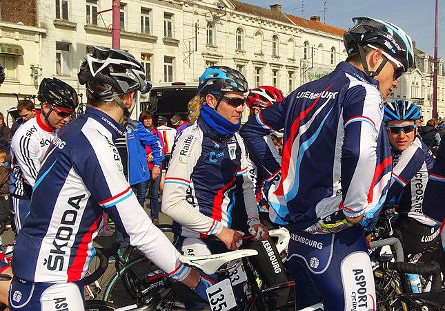 Saint-Amand-les-Eaux - Paris-Roubaix juniors, 12 avril 2015, départ (A31).JPG