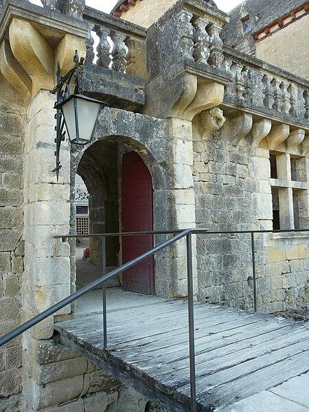 Fichier:Sainte-Mondane château Fénelon pont-levis.JPG