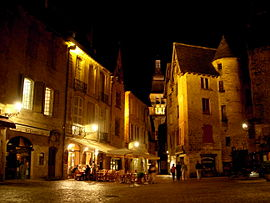 Sarlat-medieval-city-by-night-20.jpg