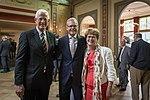 Scheidend NIMH-directeur Piet Kamphuis (midden) met vice-admiraal b.d. Commandant Zeestrijdkrachten Borsboom en zijn echtgenote.jpg
