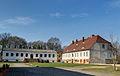 Schlossgut Schönwalde Wirtschaftshaus und ehem Schlossgebäude.jpg