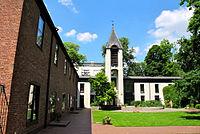 Schwedische Victoria-Gemeinde Innenhof.jpg