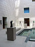 Sculpture courtyard in National Gallery 2005.jpg