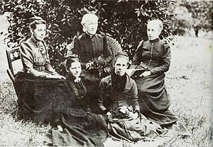 Inanda Seminary School - 1891 teaching staff - Miss Phelps, Mrs Edwards, Miss Price and Miss Dixon and Mary Pixley in front