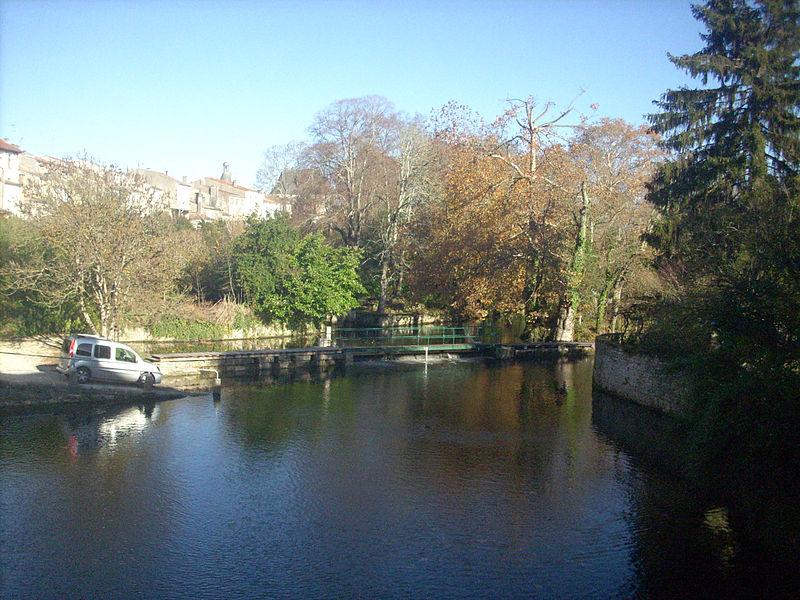 The river Seugne in Jonzac