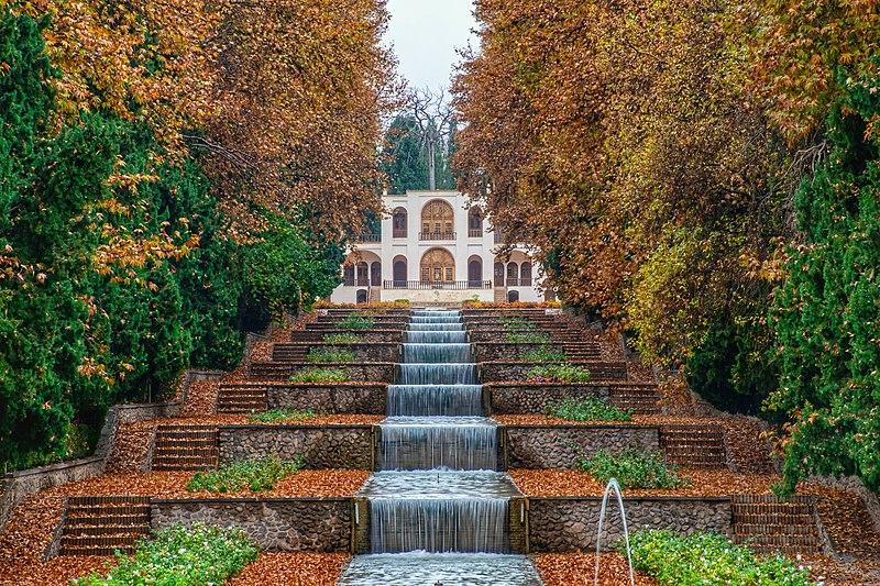 800px-shahzadeh_garden_in_the_autumn