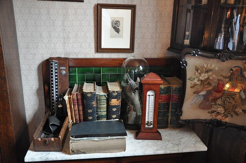 File:Sherlock Holmes Museum 007.jpg
