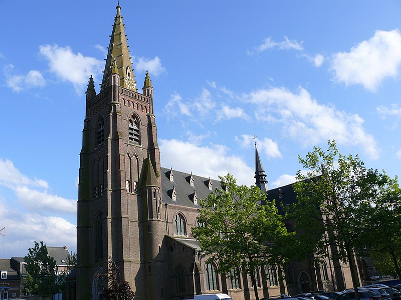 The church Sint-Egidius extra muros is, since 1907, the church of Sint-Gillis-bij-Dendermonde. It is a Neo-Gothic Church with a monumental spire.