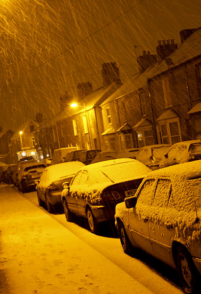 File:Snow showers by street light, Taunton, Somerset (3257603875).jpg