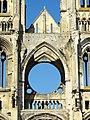 Soissons (02), abbaye Saint-Jean-des-Vignes, abbatiale, nef, tribune occidentale, vue depuis l'est 1.jpg