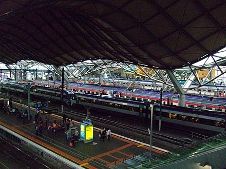 Overlooking platforms 9 & 10 Southerncross1.jpg
