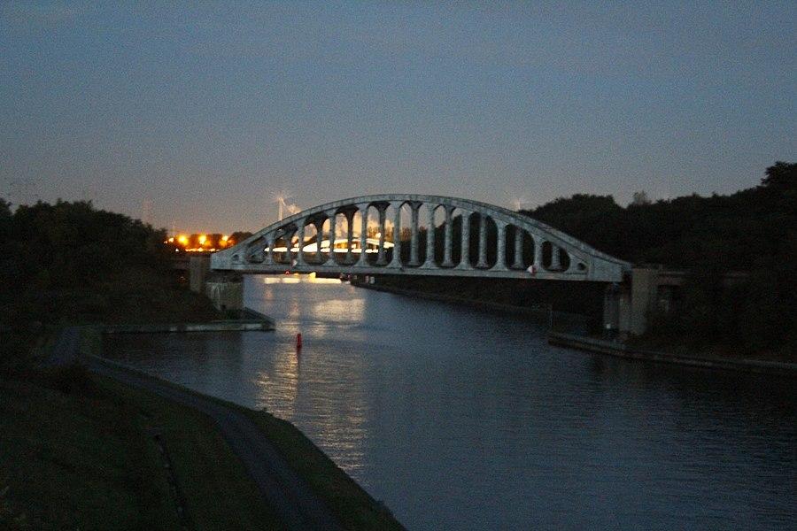 Spoorbrug bij Gellik (Lanaken) over het Albertkanaal