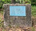 Stèle en homage à Catherine CURADO - directrice du centre social de la Carnière de 1994 à 1996.jpg