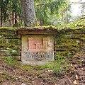 """Stützmauer mit Relief und Inschrift """"568 ENGR CO (LE) REFFENSTRASSE 1955"""".jpg"""