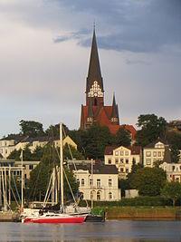 St. Jürgen-Kirche vom Hafen aus (eine etwas größere Aufnahme), Bild 02.JPG