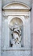 Statua marmorea sulla facciata Basilica del Redentore.jpg