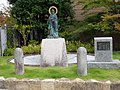 Statue of Honen in Bukkyo University 2017 a.jpg