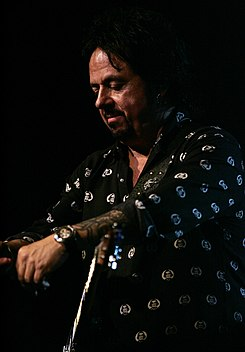 Steve Lukather (Ringo Starr and all his band) (8469752279).jpg