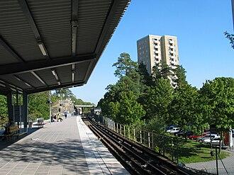 Hässelby gård metro station - Image: Stockholm subway hässelby gård 20060913 001