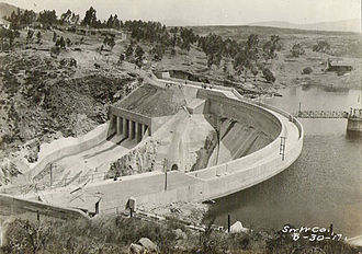 Sweetwater River (California) - View of Sweetwater Dam, the lowermost dam on the river, in 1917