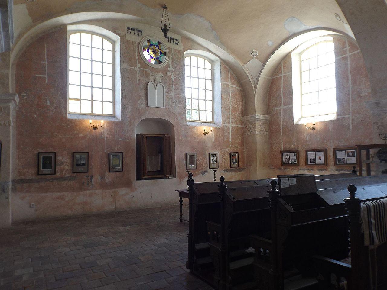 Synagogue in Loštice interior.jpg