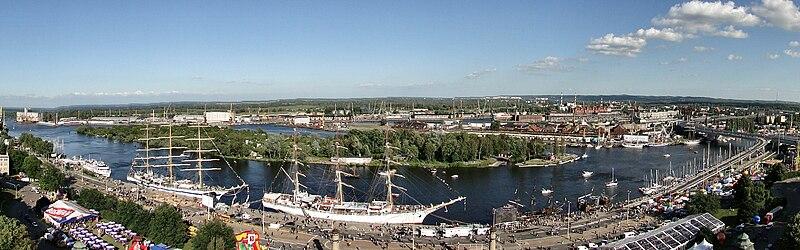 Polski: Panorama Portu Szczecin wykonana z punktu widokowego na Muzeum Morskim w czasie Dni Morza