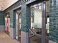 Türen zum Reisezentrum der DB im Bahnhof Bonn-Bad Godesberg 2020 (Vergleichsbild zu 1962).jpg