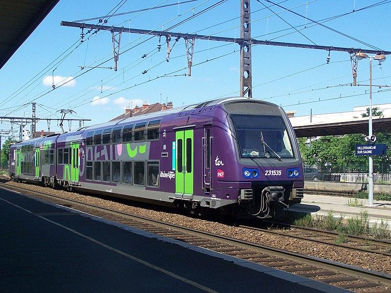Fichier:TER à Villefranche sur Saône.JPG