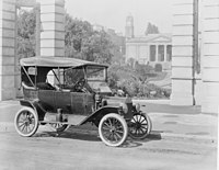 T-model Ford car parked outside Geelong Library at its launch in Australia in 1915