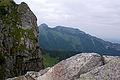 Tatry – Suchy Kondracki Wierch dalej Giewont.jpg