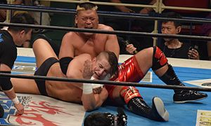 Hiroyoshi Tenzan - Tenzan applying the Anaconda Max on Jay White