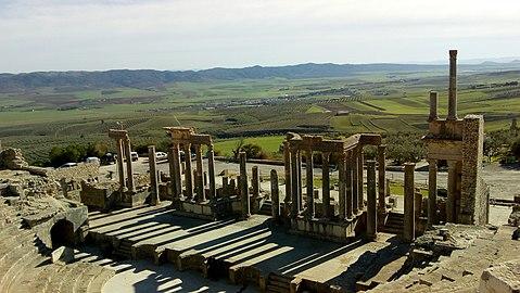 Théâtre romain antique de Dougga.jpg