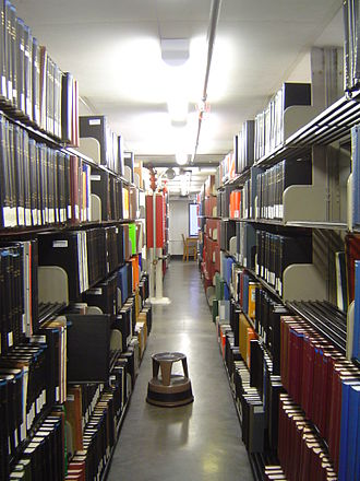 Main Building (University of Texas at Austin) - The crowded stacks at the Life Science Library.
