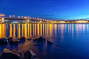 Le pont Theodor-Heuss traversant le Rhin entre Wiesbaden et Mayence. (définition réelle 6720×4480)