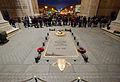 Tombe du Soldat inconnu sous l'Arc de Triomphe, place Charles-De-Gaulle à Paris - 14 déc 2013.jpg