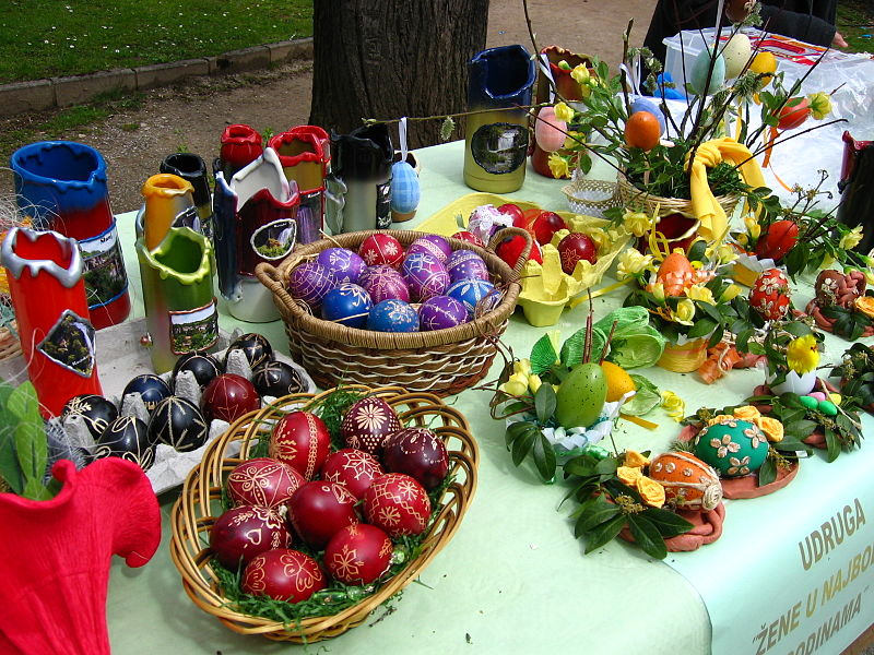 http://upload.wikimedia.org/wikipedia/commons/thumb/2/2f/Traditional_easter_eggs_in_Croatia.JPG/800px-Traditional_easter_eggs_in_Croatia.JPG